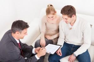 In Versicherungsfragen muss man oft auf Berater zurückgreifen.