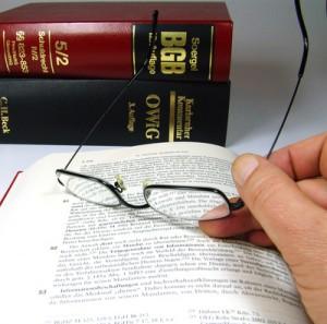 Eine Berufshaftpflichtversicherung lohnt sich zum Beispiel für Anwälte und Notare