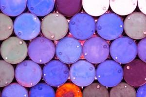 Eine Gewässerschadenhaftpflichtversicherung macht Sinn, wenn man zum Beispiel Ölfässer lagert oder weiterverarbeitet.