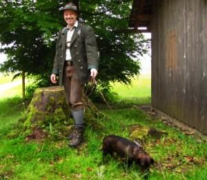 In Deutschland besteht für Jäger eine Versicherungspflicht, die auch Jagdhunde mit abdecken soll