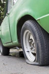 Die neue EU-Verordnung zur Reifendruckkontrolle soll das Fahren mit platten Reifen verhindern